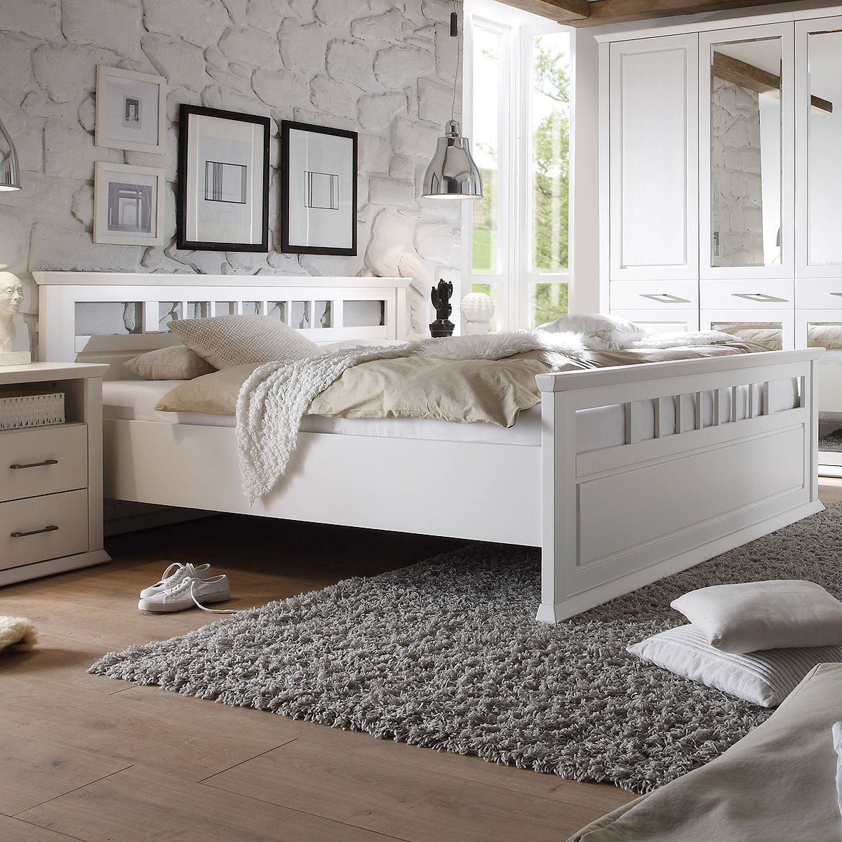 bett emma schlafzimmerbett doppelbett in kiefer teilmassiv. Black Bedroom Furniture Sets. Home Design Ideas