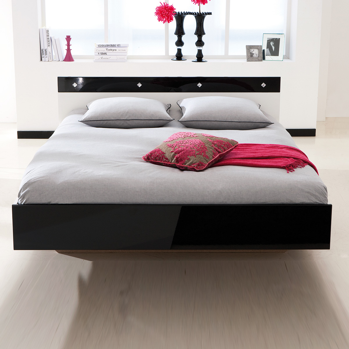 bett strass schlafzimmerbett bettgestell in wei und schwarz lack 140x190 ebay. Black Bedroom Furniture Sets. Home Design Ideas