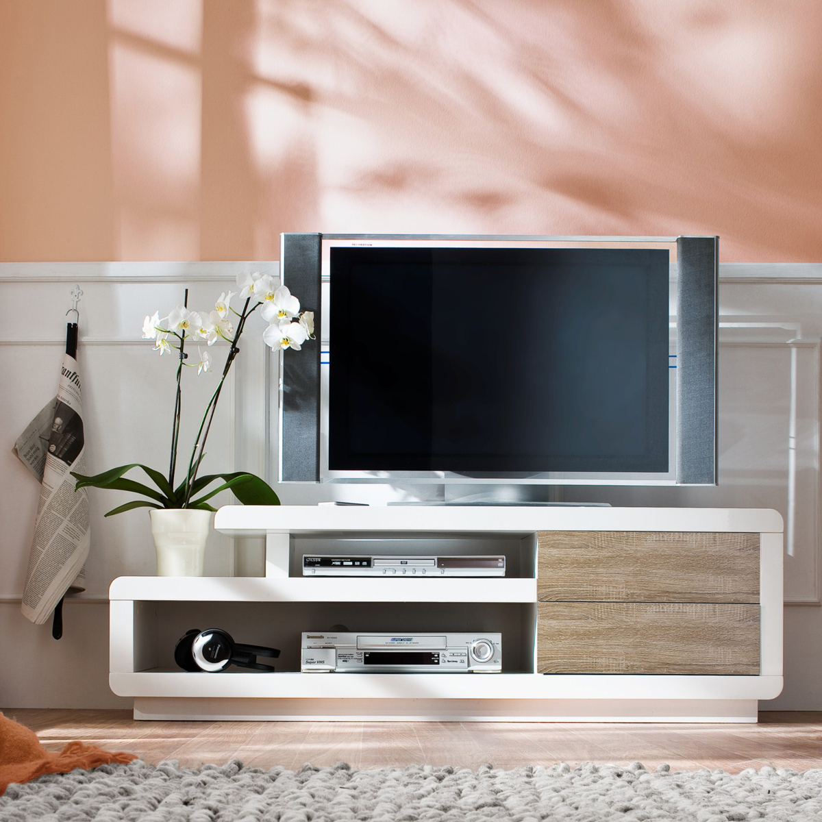 tv board zenobia lowboard in wei hochglanz lack. Black Bedroom Furniture Sets. Home Design Ideas