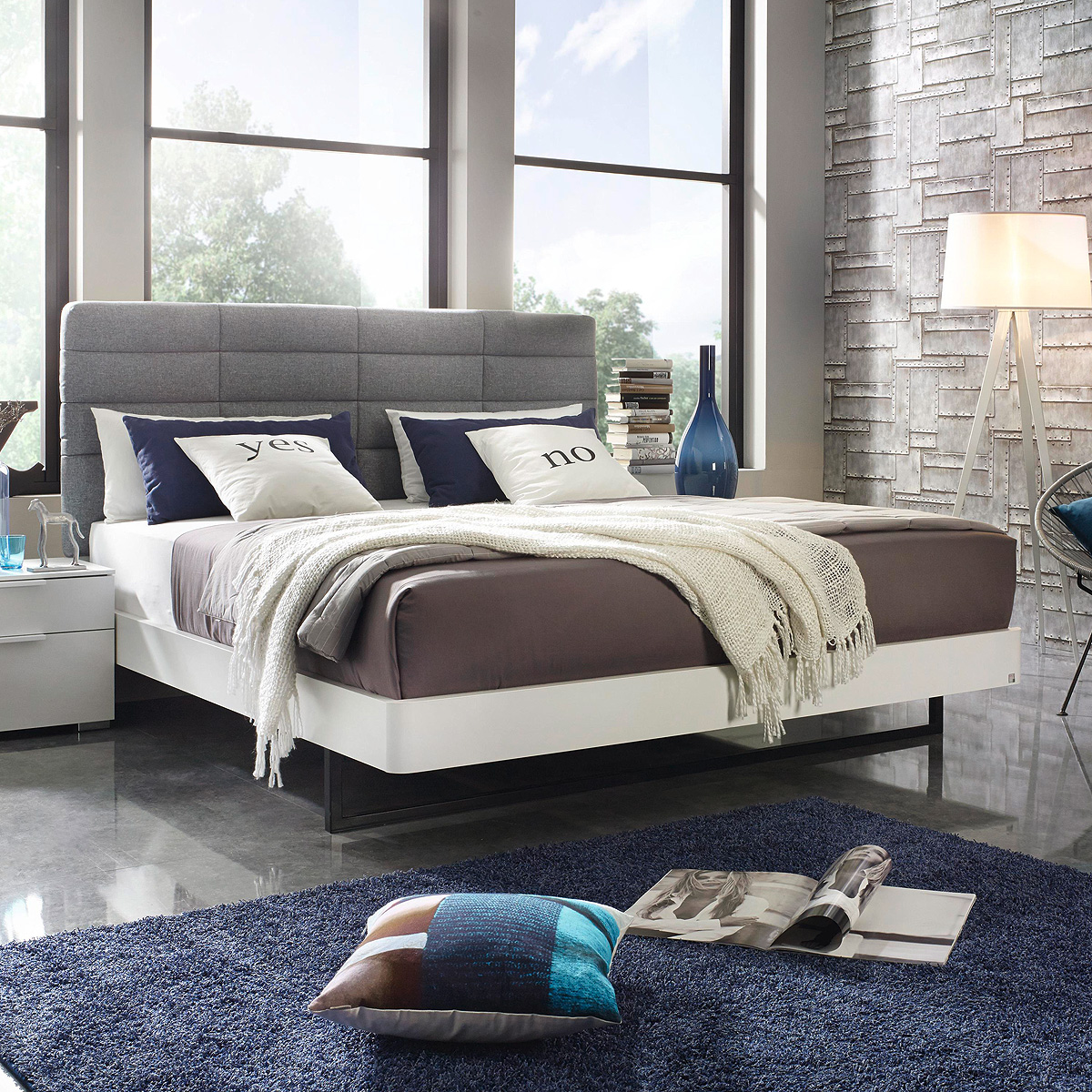 bett davia schlafzimmerbett futonbett in wei mit polster hellgrau 180x200 ebay. Black Bedroom Furniture Sets. Home Design Ideas