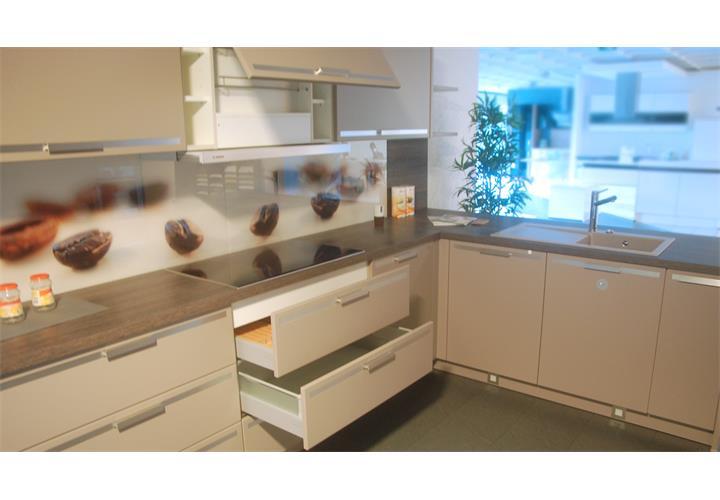 Einbauküche schüller ausstellungsküche küche in champagner und ...