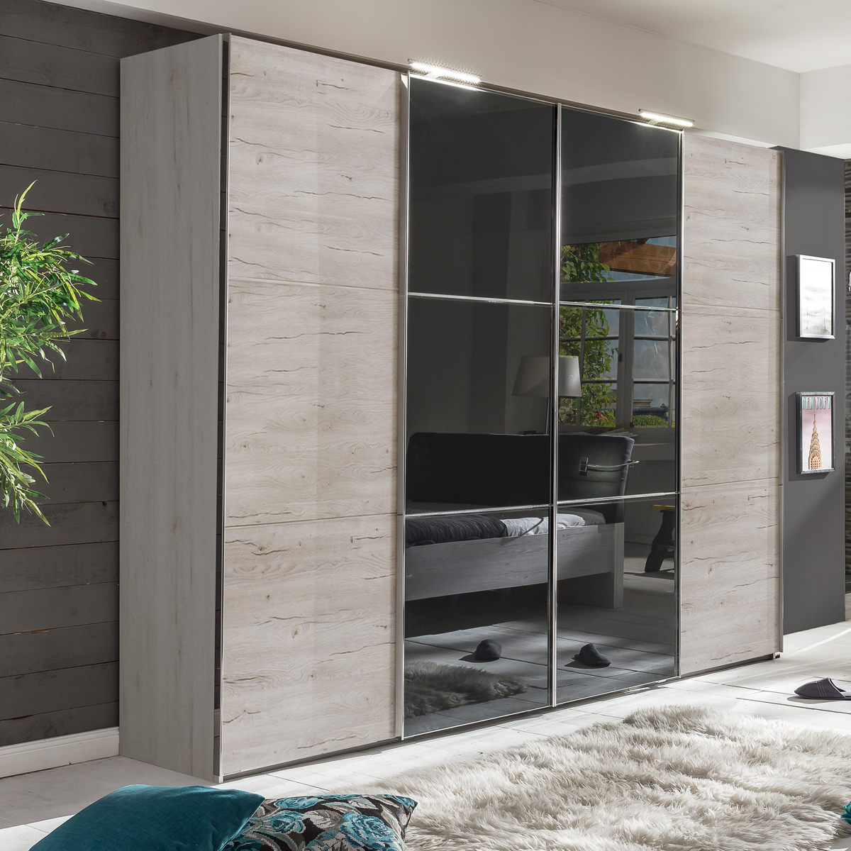 schwebet renschrank escape kleiderschrank mit glasfront. Black Bedroom Furniture Sets. Home Design Ideas
