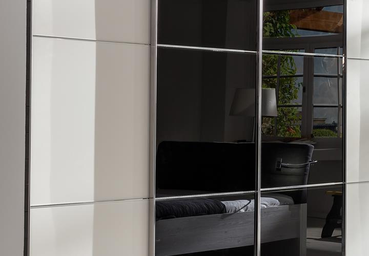 schwebet renschrank escape alpinwei kleiderschrank mit glasfront schwarz 300 cm. Black Bedroom Furniture Sets. Home Design Ideas